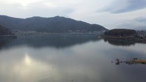 鸟瞰图与日落的富士山早晨 股票视频
