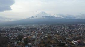 鸟瞰图与日落的富士山早晨 股票录像