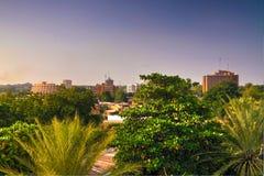 鸟瞰图向尼日尔河在日落的尼日尔尼亚美 库存图片