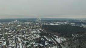 鸟瞰图在城市冬天期间 股票视频
