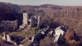 鸟瞰图城堡废墟Rokstejn 影视素材