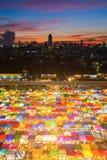 鸟瞰图城市多个颜色周末跳蚤市场 图库摄影
