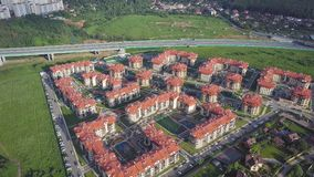 鸟瞰图复杂的公寓和住宅房子邻里 夹子 现代luxery的顶视图 图库摄影