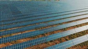鸟瞰图太阳电池板光致电压的系统概略的视图 影视素材