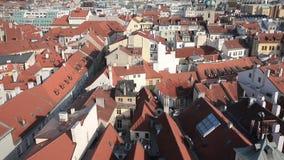 鸟瞰图屋顶和议院og布拉格-捷克 股票视频
