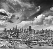 鸟瞰图旧金山地平线和码头39在美丽 免版税库存图片