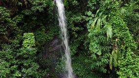 鸟瞰图星期一南塔河比瀑布在Chiangmai,泰国 股票视频