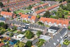 鸟瞰图有后院的家庭房子在Emmeloord,荷兰 免版税图库摄影