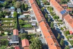 鸟瞰图有后院的家庭房子在Emmeloord,荷兰 库存照片
