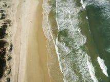 鸟瞰图沙丘在晴天- Joaquina海滩-弗洛里亚诺波利斯-圣卡塔琳娜州-巴西 2017年7月 库存照片