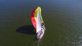 鸟瞰图游艇航行 赛船会克莱佩达 影视素材