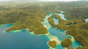 鸟瞰图热带盐水湖,海,海滩 比卡重创的海岛, Sohoton小海湾 菲律宾 免版税库存照片