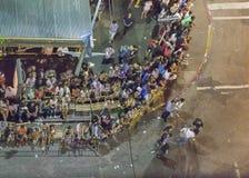 鸟瞰图狂欢节Inagural游行在蒙得维的亚乌拉圭 免版税库存图片