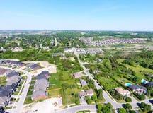 鸟瞰图的小镇在夏天,加拿大 库存图片