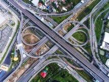 从鸟瞰图的高速公路连接点 免版税图库摄影