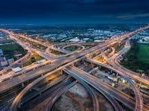 从鸟瞰图的高速公路连接点 免版税库存图片