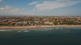 鸟瞰图美丽的海滩,巴厘岛,库塔 免版税库存照片