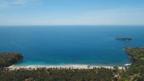 鸟瞰图美丽的海滩 巴厘岛,印度尼西亚 免版税库存照片