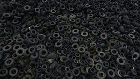 鸟瞰图老橡胶,轮胎轮胎,汽车轮子在回收工厂4k的 股票录像