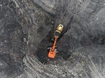 鸟瞰图露天开采矿矿,装载岩石,开采的煤炭,农业 图库摄影