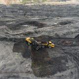 鸟瞰图露天开采矿矿,装载岩石,开采的煤炭,农业 库存照片
