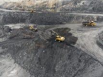 鸟瞰图露天开采矿矿,装载岩石,开采的煤炭,农业 免版税库存照片