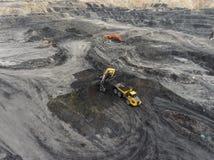 鸟瞰图露天开采矿矿,装载岩石,开采的煤炭,农业 免版税库存图片
