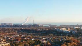 鸟瞰图 一工业城市的大厦日落的 股票视频