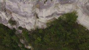 鸟瞰图 使用在岩石的手风琴师 在海运日落 影视素材