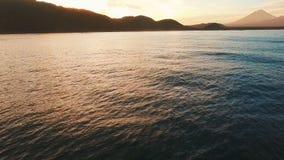 鸟瞰图 黎明有启发性岩石海运星期日 黄灯 影视素材