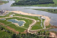 鸟瞰图-海岸线、海滩和高尔夫球场 免版税库存照片