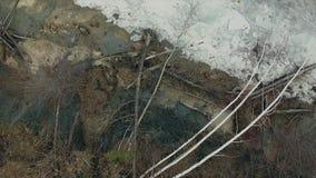 鸟瞰图 飞行在岩石 早期的春天 影视素材
