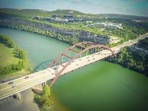 鸟瞰图Pennybacker桥梁或360桥梁在奥斯汀,得克萨斯, U 免版税图库摄影
