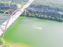 鸟瞰图Pennybacker桥梁或360桥梁在奥斯汀,得克萨斯, U 库存照片