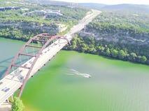 鸟瞰图Pennybacker桥梁或360桥梁在奥斯汀,得克萨斯, U 图库摄影