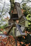 鸟舍和鸟饲养者 免版税库存图片
