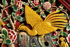 鸟被雕刻的木头 图库摄影