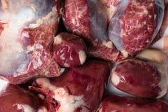 鸟鸡内脏杂碎胗胃,心脏 未加工的未煮过的鸡火鸡胗 图库摄影