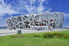 鸟` s巢奥林匹克体育场在一个夏日,北京 库存照片