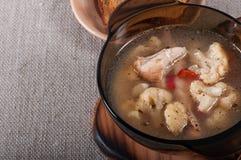 鸡、土豆和花椰菜汤 免版税库存照片