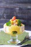 鸡丁沙拉用菠萝和核桃在一块玻璃板在黑暗的抽象背景 概念吃健康 健康 免版税库存照片