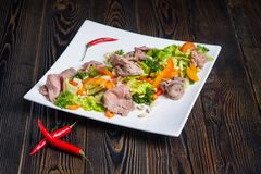 鸡丁沙拉蔬菜 免版税库存照片