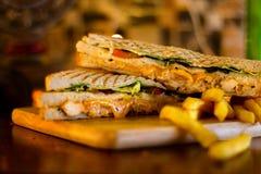 鸡三明治用炸薯条 免版税图库摄影