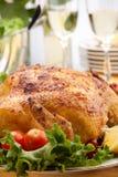 鸡全部烤的表 免版税库存图片