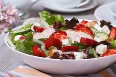 鸡内圆角、草莓、菜和芝麻开胃菜  库存图片