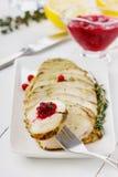 鸡内圆角切片用麝香草和酸果蔓酱用柠檬 库存图片