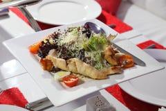 鸡内圆角烤沙拉蔬菜 免版税图库摄影
