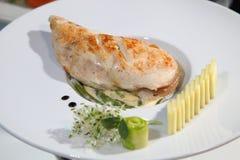 鸡内圆角烤沙拉蔬菜 免版税库存图片