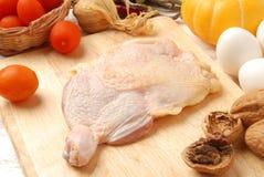 鸡原始的大腿 图库摄影