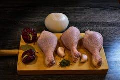 鸡原始的大腿 库存图片
